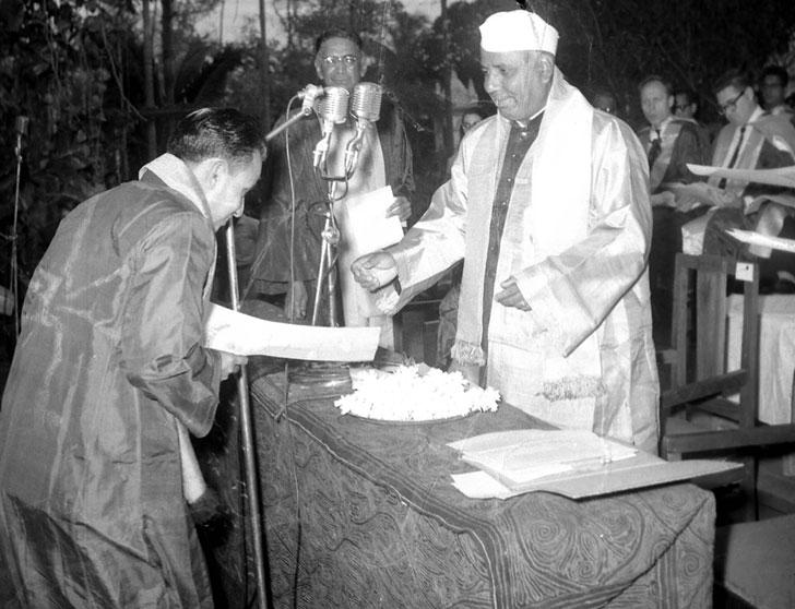 আইএসআইয়ের সমাবর্তন অনুষ্ঠানে প্রতিরক্ষামন্ত্রী শ্রী ওয়াই বি চ্যবন।—আনন্দ চিত্র।
