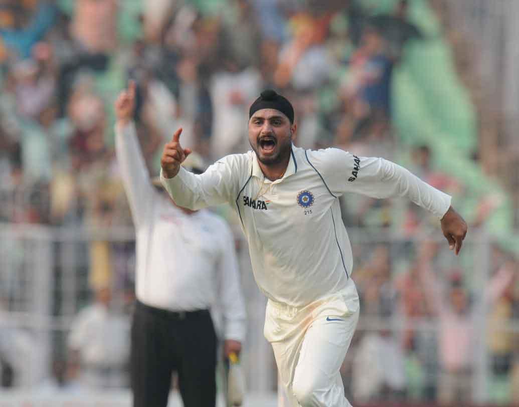 শ্রীলঙ্কার বিরুদ্ধে ১৬টি টেস্ট খেলেছেন হরভজন সিংহ। ১৬টি টেস্টে হরভজনের উইকেট সংখ্যা ৫৩।