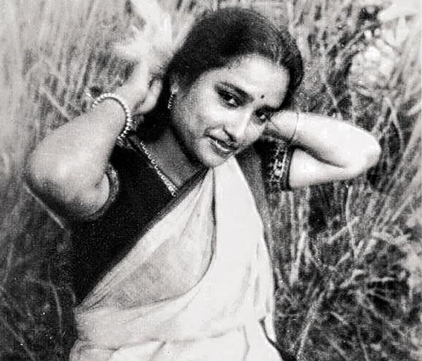বসিয়া আছো কেন:  ফুল ছিল তাঁর কানের গয়না