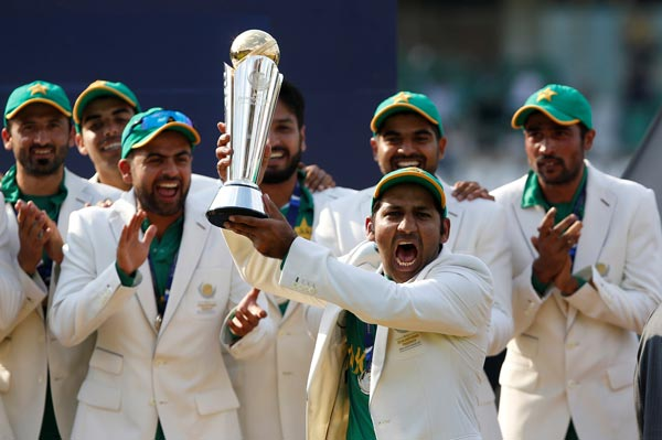 চ্যাম্পিয়ন্স ট্রফি জয়ী পাকিস্তান দল। ছবি: রয়টার্স