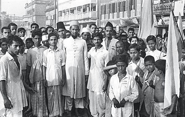 অতীত: অনেক রক্তস্নানের পরে সে-দিন আমরা একসঙ্গে নতুন স্বাধীনতা উদ্যাপন করেছিলাম। কলকাতা, ১৫ অগস্ট ১৯৪৭