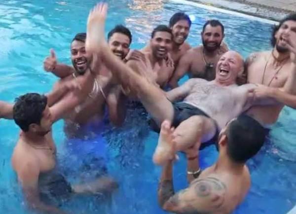 পুল পার্টিতে টিম ইন্ডিয়া। ছবি: ভারতীয় ক্রিকেট টিমের ফেসবুক ভিডিও থেকে।