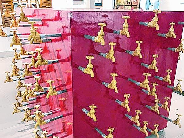 অপচয়: অ্যাকাডেমিতে 'রেখান্যাস' শীর্ষক প্রদর্শনীর একটি ছবি
