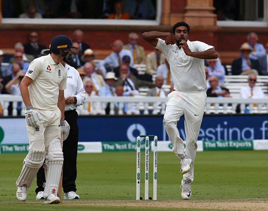 রবিচন্দ্রন অশ্বিন: বর্তমানে ভারতীয় টেস্ট দলের অন্যতম ভরসার স্পিনার। যদিও বর্তমানে কুলদীপ-চহালের দাপটে সীমিত ওভারের ম্যাচে কিছুটা অনিয়মিত।