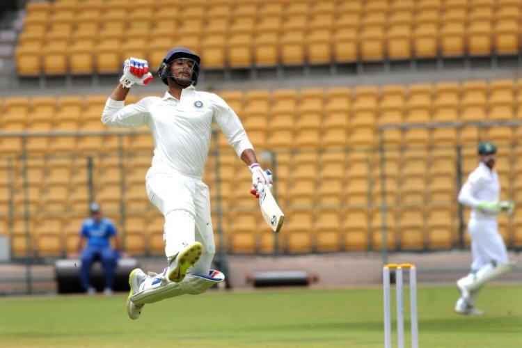 ভারত 'এ' দলের হয়ে দক্ষিণ আফ্রিকা, ইংল্যান্ড ও নিউজিল্যান্ডের বিরুদ্ধে রান করেছেন মায়াঙ্ক। শুধু সেঞ্চুরি করেননি, টানা সেঞ্চুরিও করেছেন। ঘরের মাঠে বিদেশি দলের বিরুদ্ধে ডাবল সেঞ্চুরিও রয়েছে।