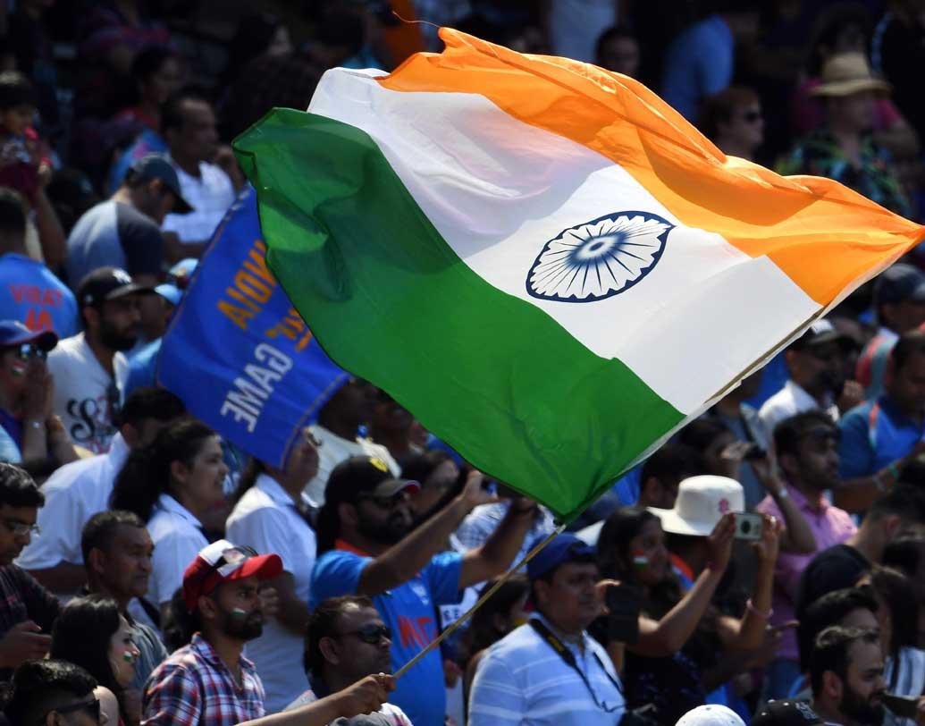 বক্সিং ডে টেস্ট মানেই ক্রিকেটমহলে বাড়তি আগ্রহ। বুধবারের মেলবোর্নও তার ব্যতিক্রম থাকল না। সিরিজ ১-১ থাকায় তৃতীয় টেস্টের গুরুত্বও অপরিসীম। দুই ওপেনারকে হারিয়েপ্রথম দিনের শেষে দুই উইকেটে ২১৫ তুলেছে ভারত। পূজারা খেলছেন ৬৮ রানে। কোহালি অপরাজিত আছেন ৪৭ রানে।