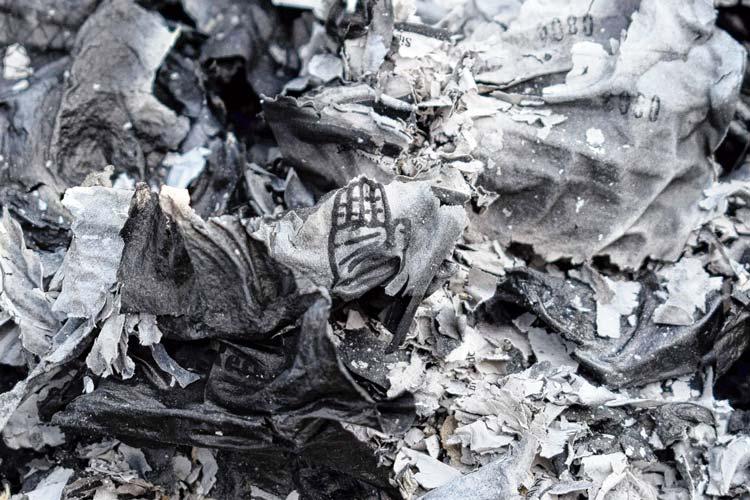 বাঘমুণ্ডির মাঠা হাইস্কুলের কাছে পোড়া ব্যালট। ফাইল চিত্র