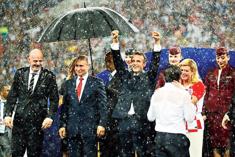 বিশ্বকাপ ফুটবল ফাইনালের পুরস্কার বিতরণী মঞ্চ।