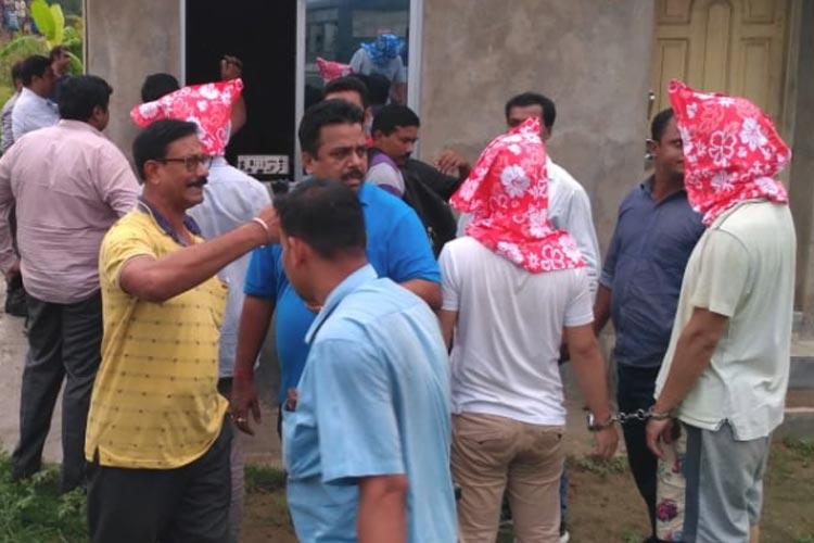 ধৃত চিনাদের নিয়ে নওদার কারখানায় তল্লাশি সিআইডির।