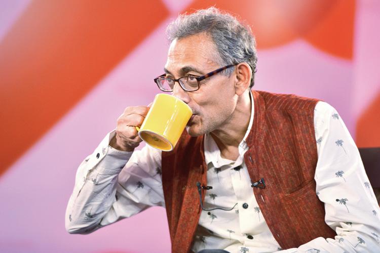 তৃপ্ত: দিল্লির অনুষ্ঠানে নোবেলজয়ী অর্থনীতিবিদ অভিজিৎ বিনায়ক বন্দ্যোপাধ্যায়। সোমবার। ছবি: প্রেম সিংহ
