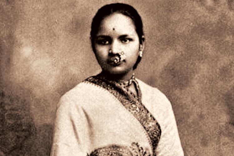 পথপ্রদর্শক: আনন্দীবাই জোশী। মীরা কোসাম্বির লেখা বইয়ে নতুন রূপে উদ্ভাসিতা তিনি