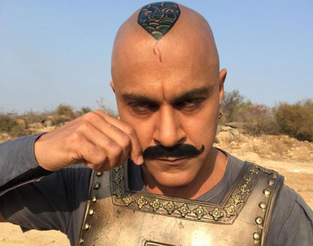 ১৯৯৯-তে 'ডবল গড়বড়' ছবিতেও অভিনয় করেন তিনি। বেসরকারি টিভি চ্যানেলের জনপ্রিয় কমেডি শো-তেও দেখা যায় তাঁকে। হিন্দির পাশাপাশি তেলুগু ও তামিল ছবিতেও অভিনয় করেছেন বাবা সেহগল।