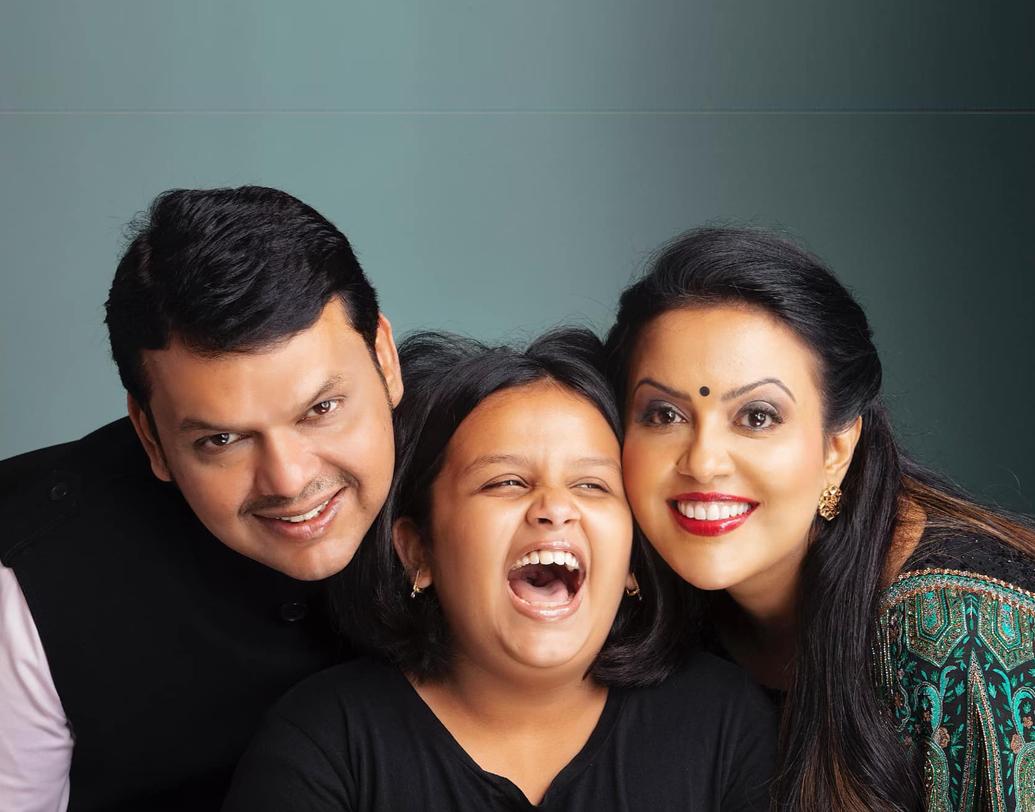 দেবেন্দ্র ফডণবীসের সঙ্গে অমৃতার বিয়ে হয় ২০০৫ সালে। সে সময় দেবেন্দ্র ছিলেন নাগপুর পশ্চিম কেন্দ্রের বিজেপি বিধায়ক। দেবেন্দ্র-অমৃতার একমাত্র মেয়ের নাম দ্বিবিজা।