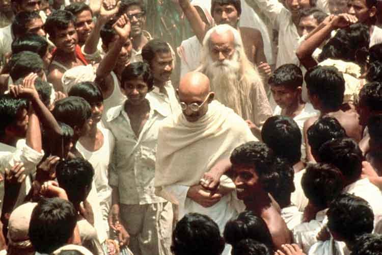 দর্শনীয়: 'গাঁধী' (১৯৮২) ছবির একটি দৃশ্যে বেন কিংসলে।