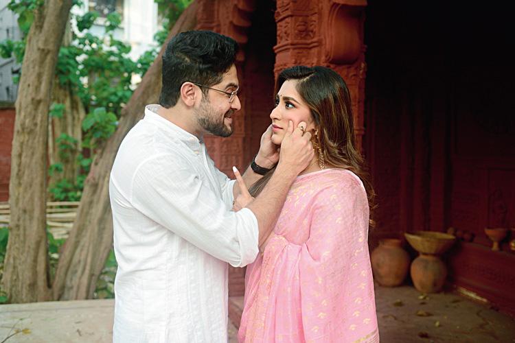 বিক্রম-ঐন্দ্রিলা। ছবি: সুপ্রতিম চট্টোপাধ্যায়