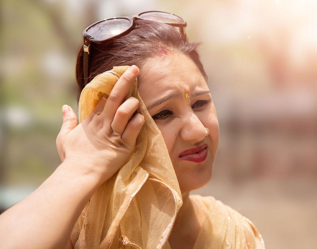 নাগপুরের তাপমাত্রার সঙ্গে পাল্লা দিচ্ছে উত্তরপ্রদেশের বাঁদা। ৪৩.৮ ডিগ্রি সেলসিয়াসের গরমে পুড়ে যাচ্ছেন সেখানকার বসিন্দারা।