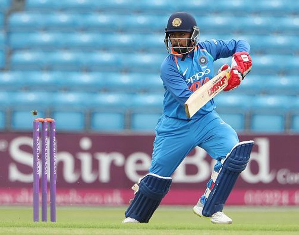 অভিষেকেই সেঞ্চুরি করে ভারতীয় টেস্ট ক্রিকেটে সবচেয়ে আলোচিত নাম হয়ে উঠেছিলেন তিনি। 'লম্বা রেসের ঘোড়া' বলা হচ্ছে এই তরুণ ক্রিকেটারকে।