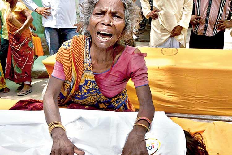 মুজফ্ফরপুরের হাসপাতালে সন্তানহারা। রবিবার। পিটিআই