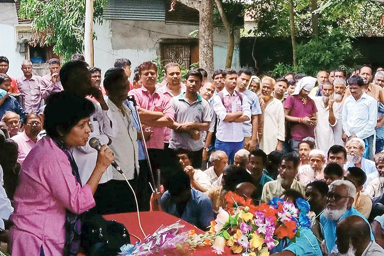 বৈঠক: গঙ্গারামপুরে অর্পিতা। নিজস্ব চিত্র