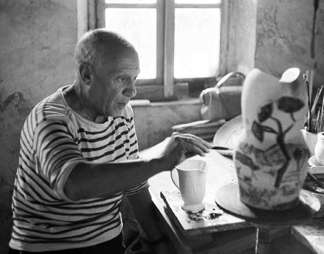 ম্যাডুরা স্টুডিয়োর সঙ্গে পিকাসোর সম্পর্ক ২৪ বছরের। এই নির্দিষ্ট প্লেটটি তৈরি করা হয়েছে ১৯৫৫ সালে ম্যাডুরা স্টুডিয়োর জন্য। যার প্রতিটি অবজেক্ট এক-একটি অ্যান্টিক নমুনা।