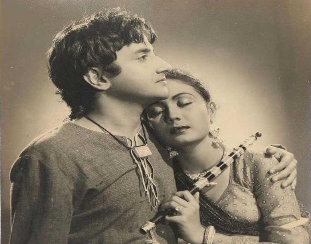 ঘন আঁখিপল্লব আর স্বপ্নালু চোখের এই নায়ক কবিতা ভালবাসতেন। গানে সুর দিতেন। নিজে গানও গাইতেন। তাঁকে চমৎকার মানিয়ে যেত পৌরাণিক চরিত্রে। 'শ্রী মহাপ্রভু চৈতন্য' ছবিতে অভিনয় তাঁকে এনে দিয়েছিল 'ফিল্মফেয়ার'-এ সেরা অভিনেতার সম্মান।