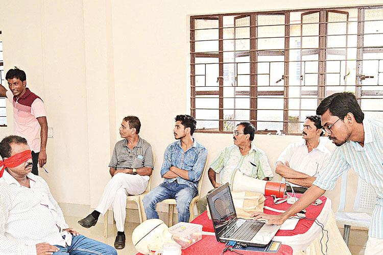 পশ্চিমবঙ্গ বিজ্ঞান মঞ্চের কর্মশালা চলছে িসউড়িতে। নিজস্ব চিত্র