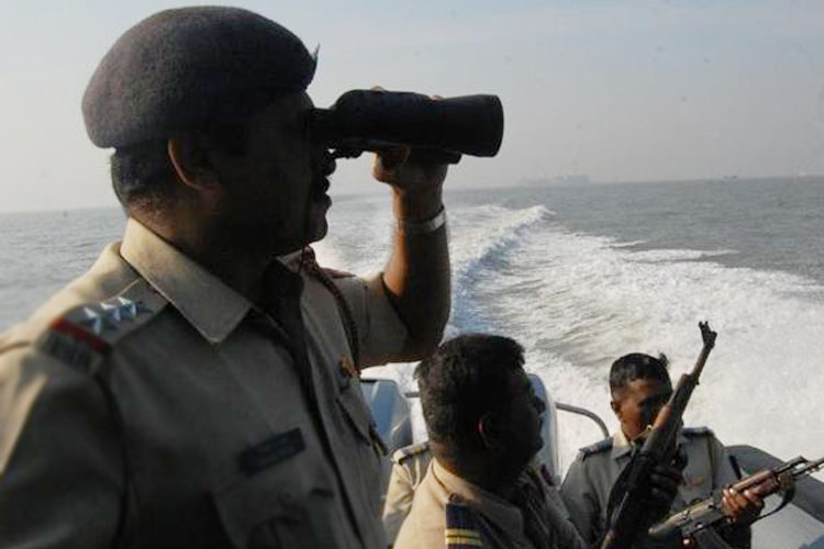 গুজরাত সমুদ্রে নজরদারি।