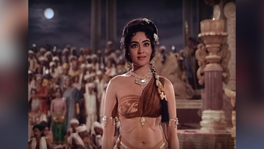 লেখ টন্ডনের পরিচালনায় 'আম্রপালী' মুক্তি পেয়েছিল ১৯৬৬ সালে। ছবিতে রাজনর্তকী আম্রপালীর ভূমিকায় ছিলেন বৈজয়ন্তীমালা। তিনি পরে সব ত্যাগ করে বৌদ্ধ ভিক্ষুণী হয়ে যান। হিন্দি ছবির ইতিহাসে এই ছবির পোশাক স্মরণীয়।