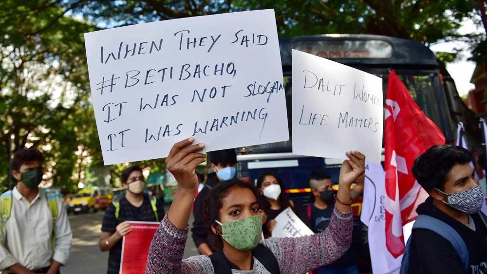 হাথরসের ঘটনায় প্রতিবাদ সারা দেশে। ছবি:পিটিআই
