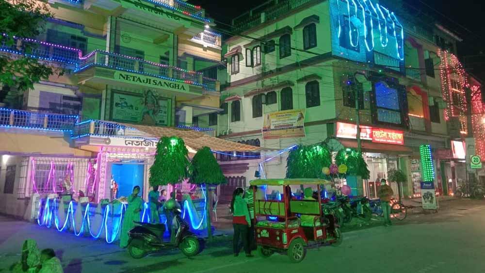 আলোর মালায় সেজে উঠেছে কোচবিহার শহর। নিজস্ব চিত্র।