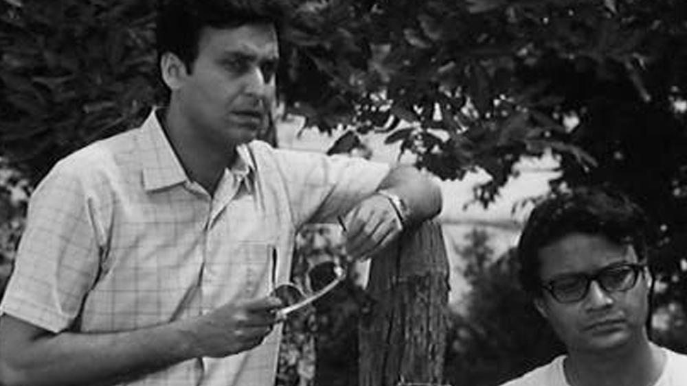 সত্যজিৎ রায়ের ১৪টি ছবিতে অভিনয় করেছেন সৌমিত্র। তাঁদের যুগলবন্দির সপ্তম ছবি 'অরণ্যের দিনরাত্রি' মুক্তি পায় ১৯৭০-এ। সে বছরই অপর্ণা সেনের বিপরীতে 'বাক্স বদল'-এ দর্শকমনে দাগ কেটে যায় তাঁর অভিনয়। 'মাল্যদান', 'খুঁজে বেড়াই', 'স্ত্রী'-র সৌমিত্র সম্পূর্ণ অন্য মেরুতে ধরা দেন 'বসন্ত বিলাপ'-এ।