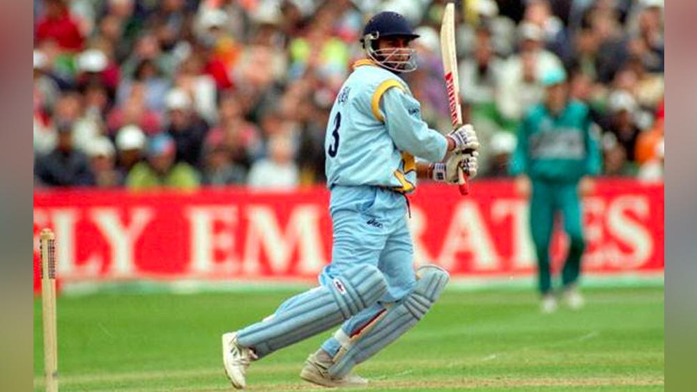 জাতীয় দলে জাডেজার অভিষেক ১৯৯২ সালে। সে বছরের ফেব্রুয়ারিতে জাডেজা প্রথম ওয়ান ডে খেলেন শ্রীলঙ্কার বিরুদ্ধে। কয়েক মাস পরে নভেম্বরে দক্ষিণ আফ্রিকার বিরুদ্ধে টেস্ট অভিষেক।