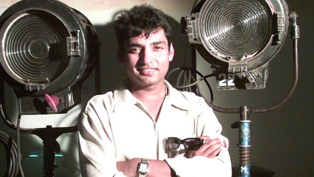 এত সব কিছুর মধ্যে অভিনয়ের শখও মিটিয়ে নিয়েছেন জাডেজা। ২০০৩ সালে 'খেল' ছবিতে তিনি অভিনয় করেন সুনীল শেট্টি এবং সানি দেওলের সঙ্গে। তার ৬ বছর পরে তাঁকে দেখা যায় 'পল পল দিল কে সাথ' ছবিতে। 'কাই পো চে' ছবিতে তিনি ক্রিকেট ধারাভাষ্যকার হিসেবে ছিলেন ক্যামিয়ো ভূমিকায়। রিয়্যালিটি শো 'ঝলক দিখলা যা' এবং 'কমেডি সার্কাস'-এও অংশ নিয়েছিলেন বর্ণময় জাডেজা।