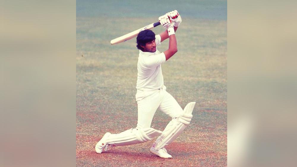 ২৯ টেস্টে তাঁর মোট রান ১,৫৮৮। উইকেট পেয়েছেন ৯টি। ওয়ান ডে-তে তাঁর সংগ্রহ ১০০৫ রান। উইকেট শিকার ১৫টি। আন্তর্জাতিক ক্রিকেটের সঙ্গে বিদায় জানিয়েছিলেন ঘরোয়া ক্রিকেটকেও। কিন্তু পরে অবসর ভেঙে ফিরে আসেন ঘরোয়া ক্রিকেটে। ১৯৮৮ থেকে ১৯৯৩ অবধি ছিলেন মধ্যপ্রদেশ ক্রিকেট দলের অধিনায়ক।