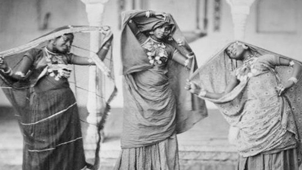 ফাতিমার তিন মেয়ে জুবেইদা, সুলতানা এবং শেহজাদিকেও নবাব নিজের মেয়ে বলে কোথাও উল্লেখ করেননি।