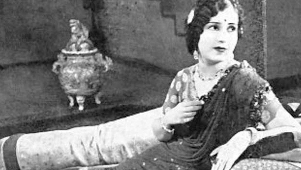 তাঁর জন্ম ভারতের কোন জায়গায় হয়েছিল সে তথ্যও নেই। শুধু এটুকু জানা যায়, ১৮৯২ সালে ভারতের এক মুসলিম পরিবারে জন্ম তাঁর।