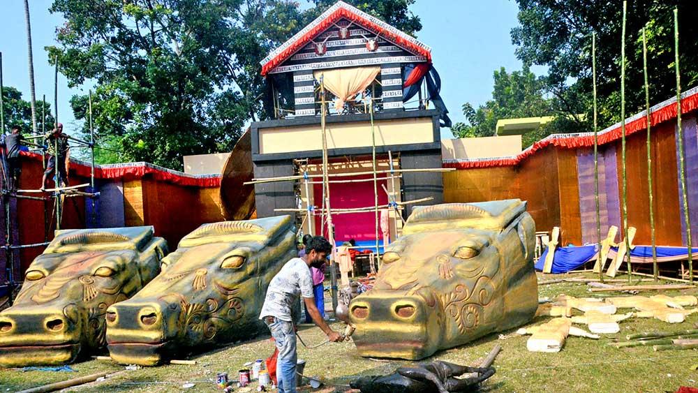 রাস উৎসবের তোড়জোড়। দাঁইহাটে। ছবি: অসিত বন্দ্যোপাধ্যায়