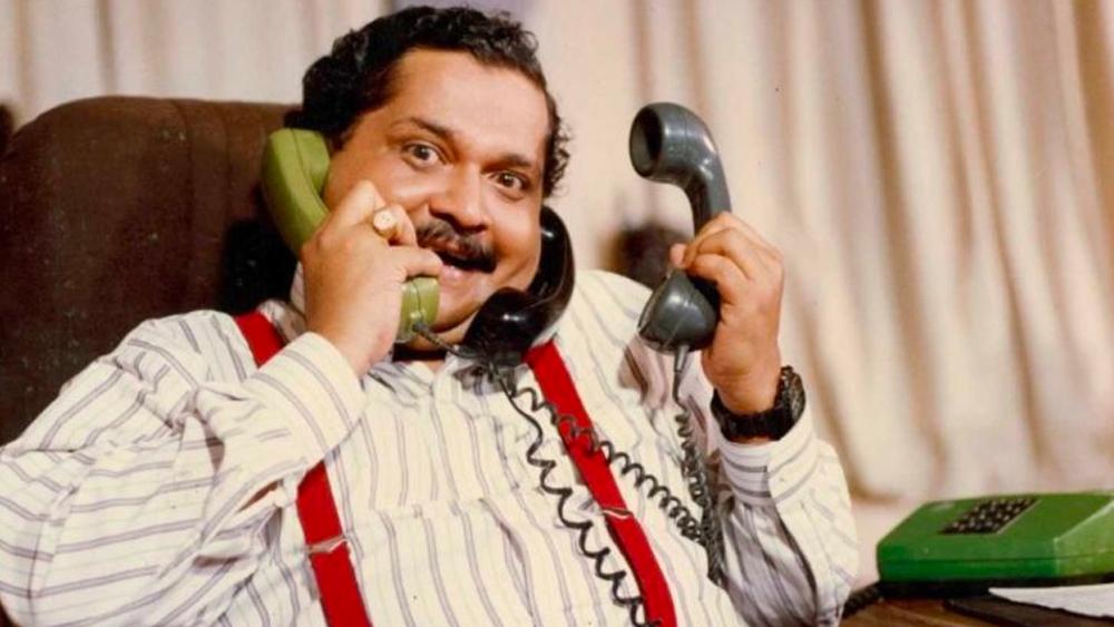 এক দিন থিয়েটার করার সময় টিকুর অভিনয় দেখে তাঁর সঙ্গে পরিচয় করেন পরিচালক কুন্দন শাহ। দূরদর্শনে সম্প্রচারিত 'ইয়ে জো হ্যায় জিন্দেগি'-তে সুযোগ পান টিকু।