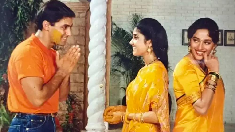 'হম আপকে হ্যায় কৌন' ছবিতে রেণুকা সলমনের পূজা বৌদির ভূমিকায় অভিনয় করেছিলেন।