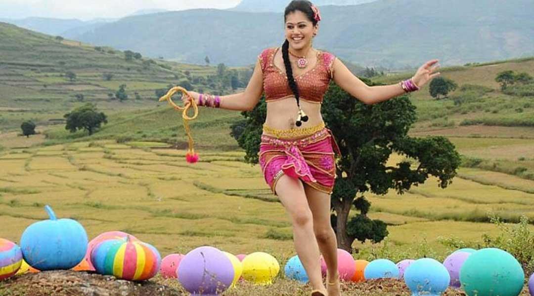 ২০১০ সালে তিনি প্রথম অভিনয় করেন তেলুগু ছবি 'ঝুমান্ডি নাড়ম'-এ। এর পর দক্ষিণী ফিল্ম ইন্ডাস্ট্রিতে জনপ্রিয় নায়িকা হয়ে ওঠেন। এর ৩ বছর পর 'চশমে বদ্দুর' ছবি দিয়ে আত্মপ্রকাশ হিন্দি ছবির জগতে।