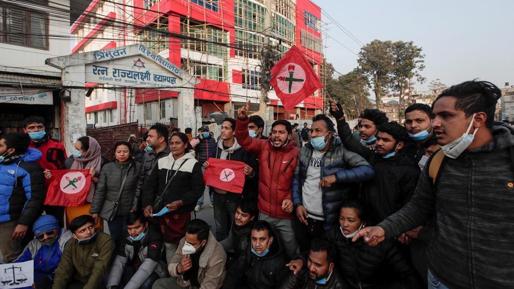 রাজনৈতিক সঙ্কট ক্রমশ গভীর হচ্ছে নেপালে। ছবি রয়টার্স।