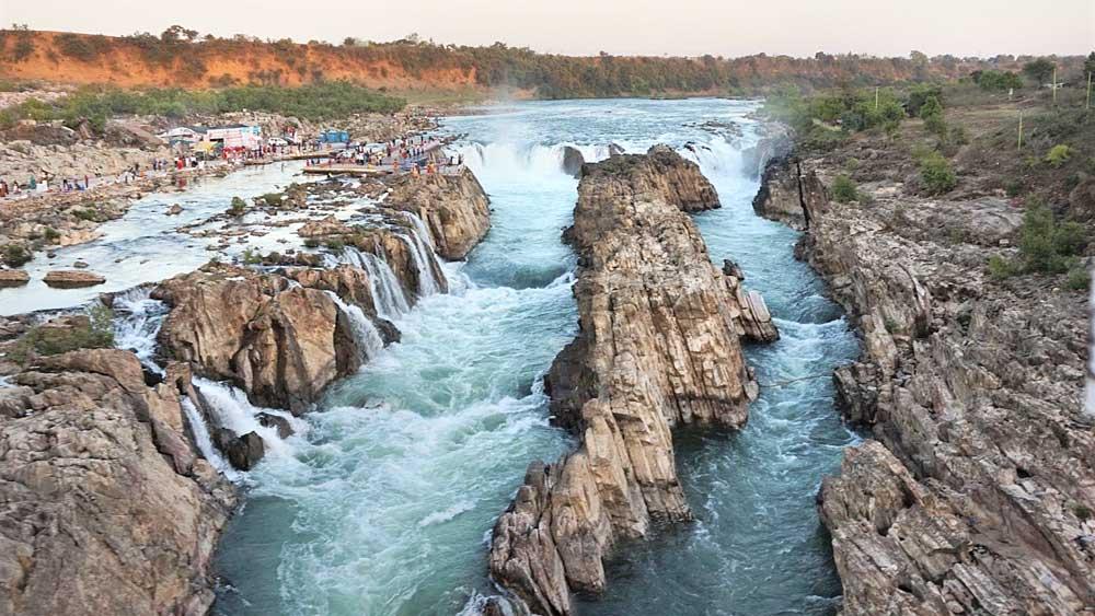 স্রোতস্বিনী: নর্মদা এখানে দ্বিধাবিভক্ত