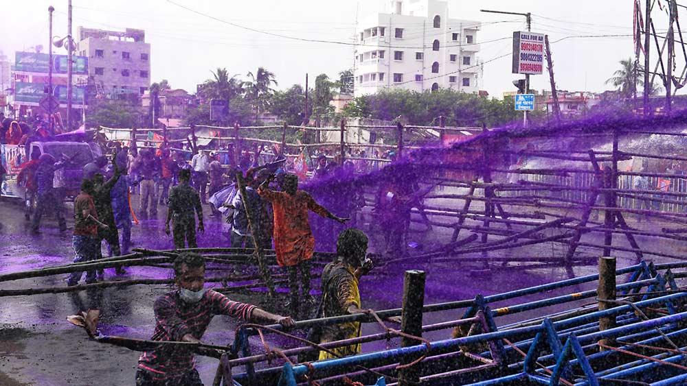 রংবদল: নবান্ন অভিযানে ছিল বেগনি রং। কাল এ ভাবেই নীল রঙে অভিযান সামলাবে পুলিশ, তেমনই জল্পনা। ফাইল চিত্র।