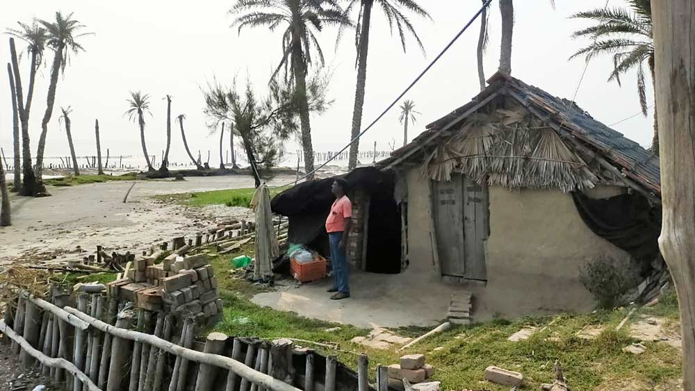 সাগরদ্বীপের প্রত্যন্ত এলাকা। এই সমস্ত এলাকার পড়ুয়ারাই চিন্তায় পড়েছেন। নিজস্ব চিত্র।