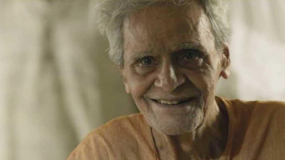 বাংলা নাটকের মঞ্চে অসংখ্য চরিত্রে প্রাণসঞ্চার করেছে তাঁর অভিনয়। তবে মঞ্চে আত্মপ্রকাশ কিন্তু পরিবর্ত হিসেবে। 'ক্ষুধা' নাটকে কালী বন্দ্যোপাধ্যায়ের পরিবর্ত শিল্পী হিসেবে অভিনয়জীবন শুরু করেছিলেন মনু মুখোপাধ্যায়।