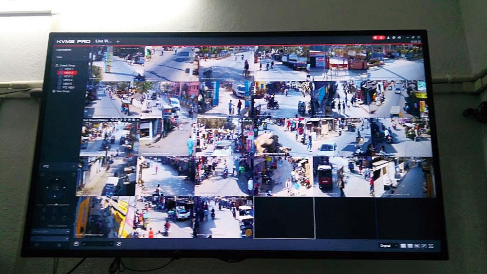 নজরদারি: সিসিটিভিতে ধরা পড়ছে শহরের ছবি। নিজস্ব চিত্র