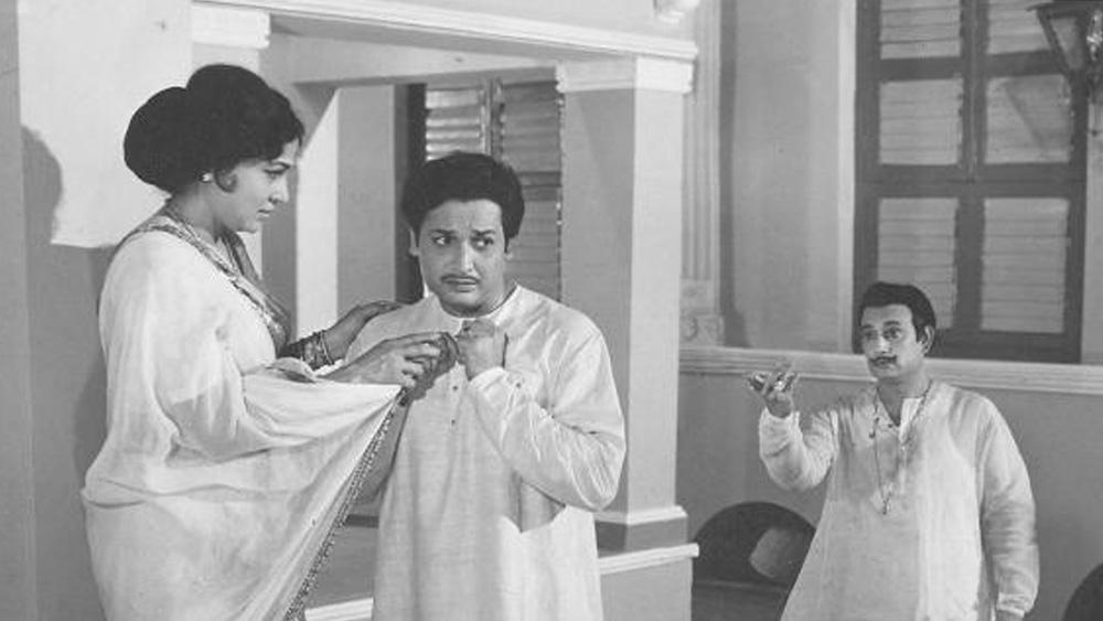 গুজরাতি ছবি 'রঙ্কাদেবী' দিয়ে শুরু হয় কোকিলার অভিনেত্রী-কেরিয়ার। সে বছরই মুক্তি পায় তাঁর প্রথম হিন্দি ছবি 'অমর রাজ'। নতুন জীবনের সঙ্গে এল নতুন পরিচয়। পাল্টে দেওয়া হল কোকিলার নাম। তাঁর নতুন নাম হল 'নিরূপা'। তার পর থেকে নিরূপা রায় পরিচয়েই বিখ্যাত হন তিনি।