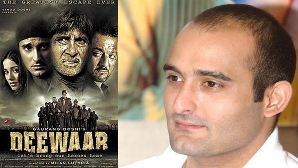অমিতাভের সঙ্গে অভিনয়ের সুযোগ অবশ্য শেষ অবধি অক্ষয়ের কাছে অধরা থাকেনি। ২০০৪ সালেই তিনি আর বিগ বি একসঙ্গে অভিনয় করেন 'দীওয়ার' ছবিতে।