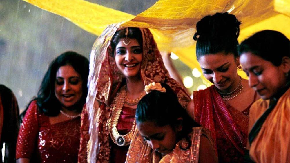 মনসুন ওয়েডিং: পারিবারিক গল্প। এক পঞ্জাবী পরিবারকে কেন্দ্র করে গড়ে ওঠা এই ছবির প্লট বুননে রয়েছেন সাবরিনা ধওয়ন। পরিচালনায় মীরা নায়ার। অভিনয়ে রয়েছেন, নাসিরুদ্দিন শাহ, শেফালি শাহ এবং বসুন্ধারা শাহ সহ অনেকে।