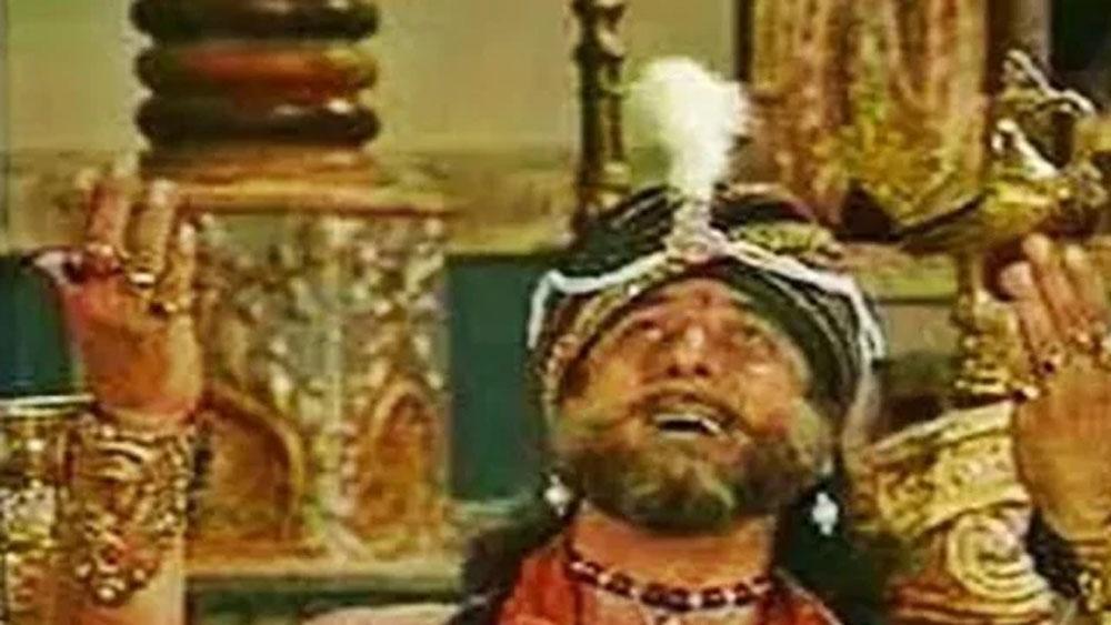 মামা শকুনি যিনি হয়েছিলেন, সেই গুফি পেন্টালই আবার ছিলেন ওই সিরিজের কাস্টিং ডিরেক্টর। দ্রৌপদীর চরিত্রে অভিনয় করে জনপ্রিয় হয়েছিলেন রূপা গঙ্গোপাধ্যায়। কিন্তু জানেন কি এই চরিত্রের জন্য প্রথমে ভাবা হয়েছিল জুহি চাওলাকে! কিন্তু 'কয়ামত সে কয়ামত তক' ছবির কাজে ব্যস্ত থাকার জন্য জুহি এই চরিত্রে অভিনয় করেননি।